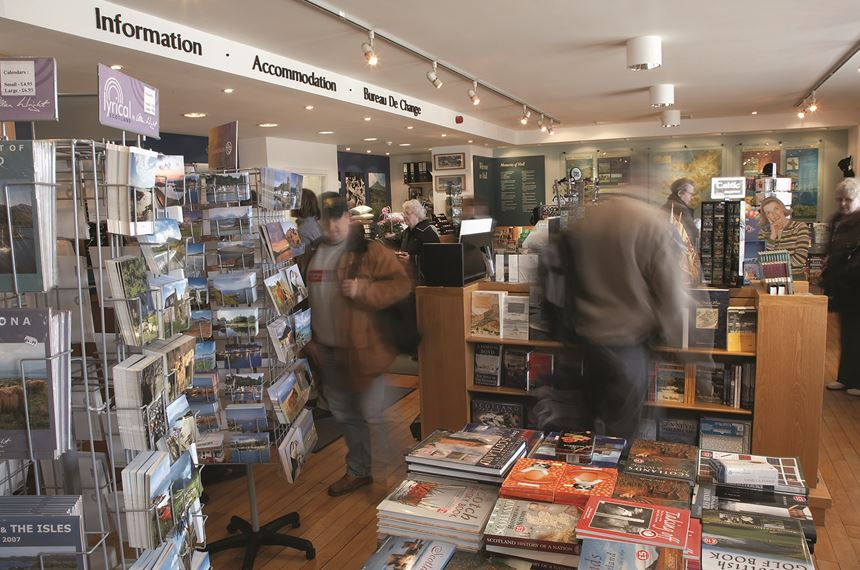 Busy Tourist Information Centre on Isle of Mull (Eagle Island), Scotland - Photo: Peter Cairns